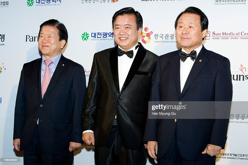Daejeon Agency of Advanced Cultural Technologies & Service, Director & actor Lee Hyo-Jung (C) and Mayor of Daejeon Metropolitan City, Yum Hong-Chul (R) attend the 1st K-Drama Star Awards at Daejeon Convention Center on December 8, 2012 in Daejeon, South Korea.