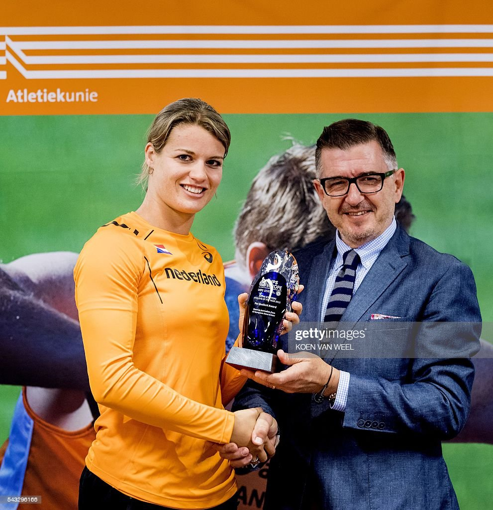 Dafne Schippers (L) receives the International Sport Press prize from Charles Calmenzuli during the team presentation of the Dutch team for the European Athletics Championships 2016 in Amsterdam, on June 27, 2016. / AFP / ANP / Koen van Weel / Netherlands OUT