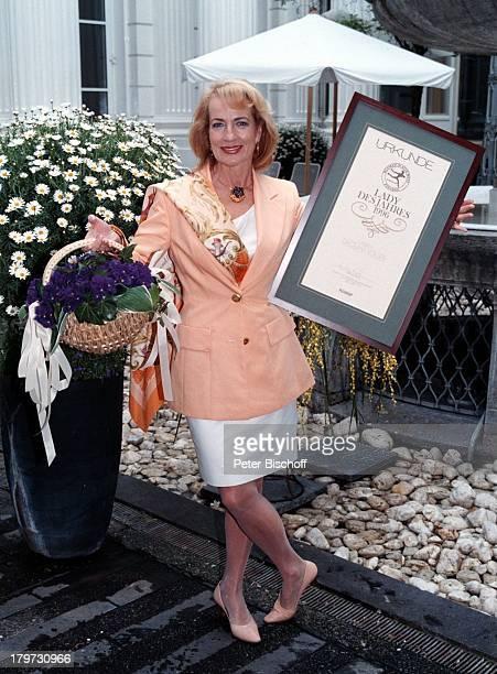 Dagmar Koller 'FleuropLady 1996' Eliza Doolittle in 'My fair Lady' Veilchen Urkunde Blumen Sängerin Schauspielerin Promis Prominente Prominenter