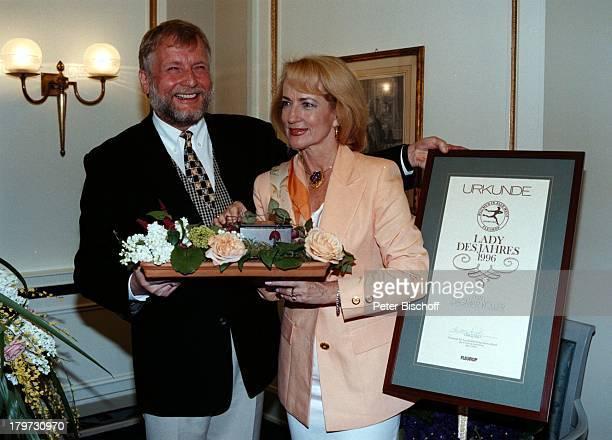 Dagmar Koller FleuropPräsident Ludwig Angeli 'FleuropLady 1996' Blumen Urkunde Sängerin Schauspielerin Promis Prominente Prominenter