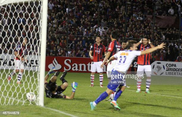 Dagoberto of Cruzeiro celebrates a scored goal during a match of the Bridgestone Libertadores Cup at Pablo Rojas Stadium on April 30 2014 in Asunción...