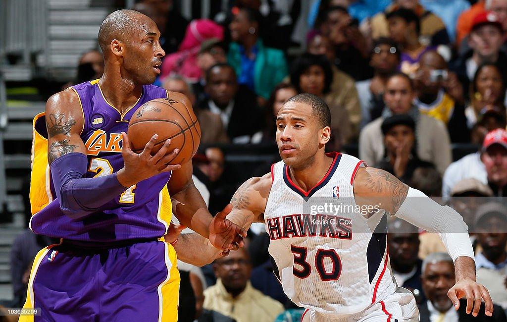 Dahntay Jones #30 of the Atlanta Hawks defends against Kobe Bryant #24 of the Los Angeles Lakers at Philips Arena on March 13, 2013 in Atlanta, Georgia.