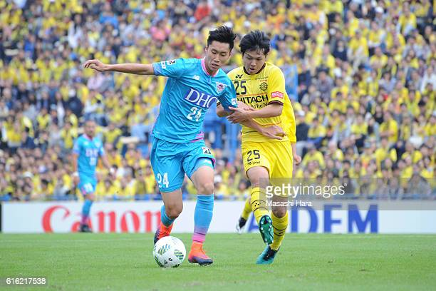 Daichi Kamada of Sagan Tosu and Yusuke Kobayashi of Kashiwa Reysol compete for the ball during the JLeague match between Kashiwa Reysol and Sagan...