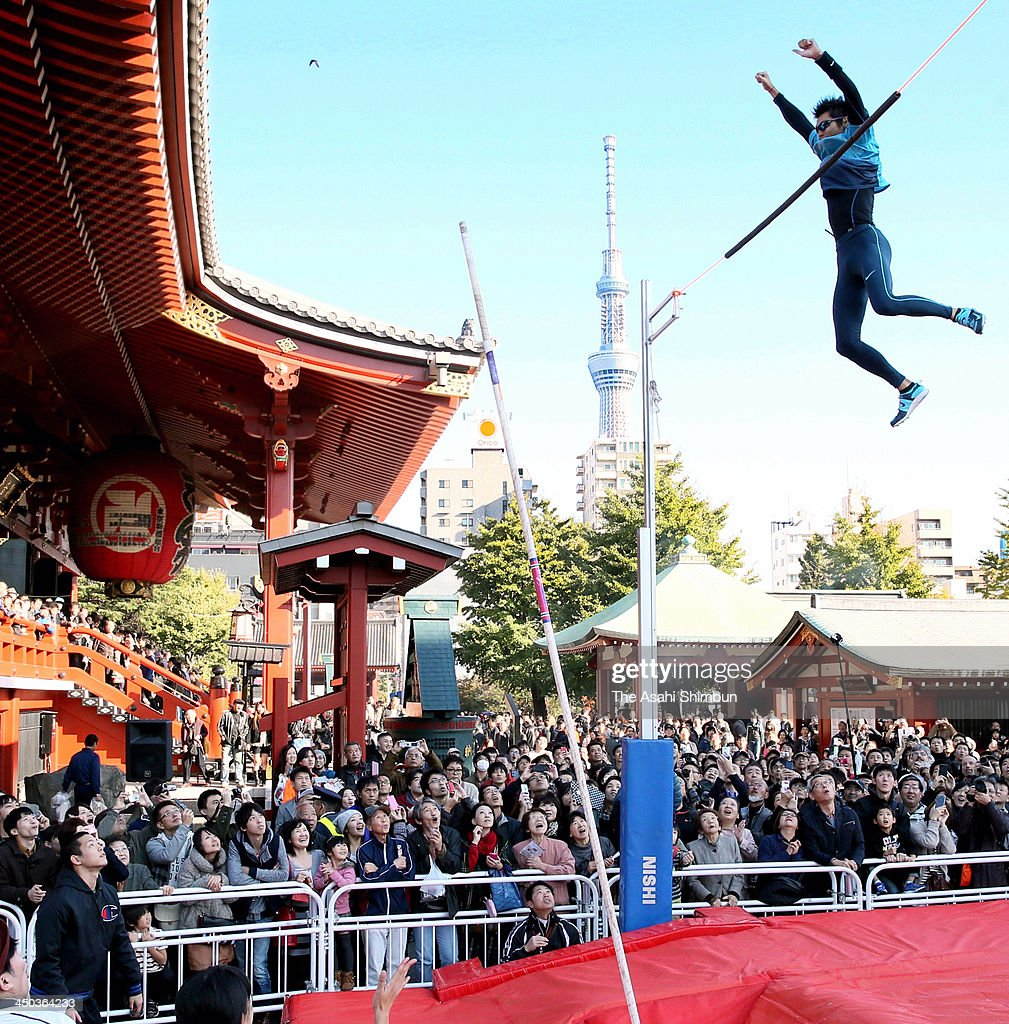 <a gi-track='captionPersonalityLinkClicked' href=/galleries/search?phrase=Daichi+Sawano&family=editorial&specificpeople=866360 ng-click='$event.stopPropagation()'>Daichi Sawano</a> performs the pole vault during the Tokyo Sports Town 2013 at Sensoji Temple on November 16, 2013 in Tokyo, Japan.