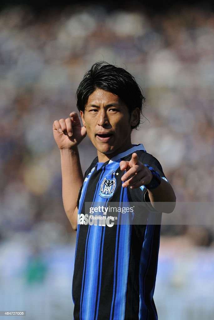 <a gi-track='captionPersonalityLinkClicked' href=/galleries/search?phrase=Daiki+Niwa&family=editorial&specificpeople=7755342 ng-click='$event.stopPropagation()'>Daiki Niwa</a> #5 of Gamba Osaka looks on during the FUJI XEROX SUPER CUP 2015 match between Gamba Osaka and Urawa Red Diamonds at Nissan Stadium on February 28, 2015 in Yokohama, Japan.