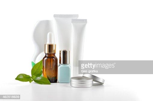 毎日化粧品白色の背景にケアします。 : ストックフォト