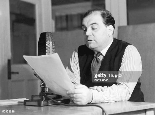 Daily Express foreign correspondent Sefton Delmer making a propaganda broadcast to Germany from the BBC 1st November 1941 Delmer worked for the...