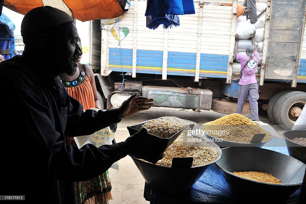 Daily lifegoes on in the market in Abobo, suburb of Abidjan, on July 9, 2013, on the first day of the Islamic holy month of Ramadan in Abidjan.