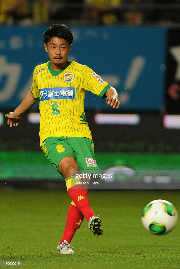 Daisuke Ito #8 of JEF United Chiba in action during the J.League second division match between JEF United Chiba and Yokohama FC at Fukuda Denshi Arena on June 15, 2013 in Chiba, Japan.