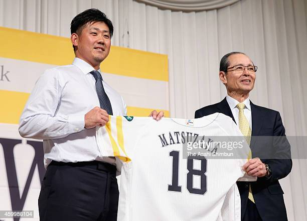 Daisuke Matsuzaka of the Fukuoka SoftBank Hawks and Chairman Sadaharu Oh pose for photographs during a press conference on December 5 2014 in Fukuoka...