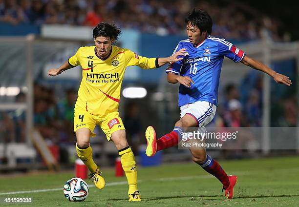 Daisuke Suzuki of Kashiwa Reysol and Sho Ito of Yokohama FMarinos compete for the ball during the JLeague Yamazaki Nabisco Cup semifinal first leg...