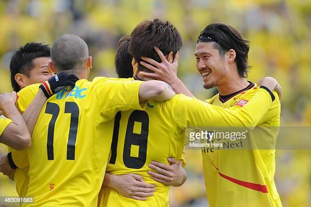 Daisuke Suzuki of Kashiwa Reysol celebrates their first goal during the JLeague match between Kashiwa Reysol and Cerezo Osaka at Hitachi Kashiwa...