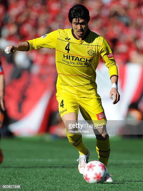 Daisuke Suzuki of Kashiwa Reysol in action during the 95th Emperor's Cup semi final match between Urawa Red Diamonds and Kashiwa Reysol at Ajinomoto...