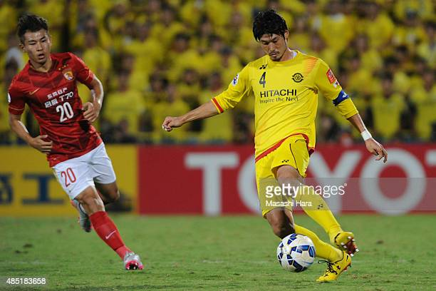 Daisuke Suzuki of Kashiwa Reysol in action during the AFC Champions League quarter final match between Kashiwa Reysol and Guangzhou Evergrande at...