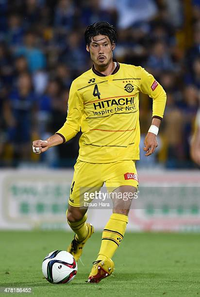 Daisuke Suzuki of Kashiwa Reysol in action during the JLeague match between Kashiwa Reysol and Gamba Osaka at Hitachi Kashiwa Soccer Stadium on June...