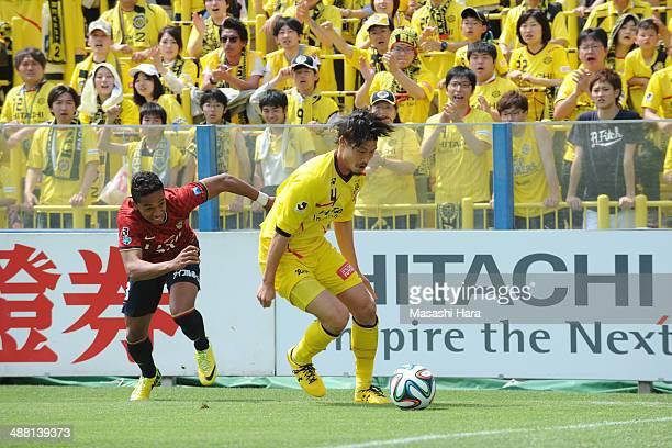 Daisuke Suzuki of Kashiwa Reysol in action during the JLeague match between Kashiwa Reysol and Kashima Antlers at Hitachi Kashiwa Soccer Stadium on...