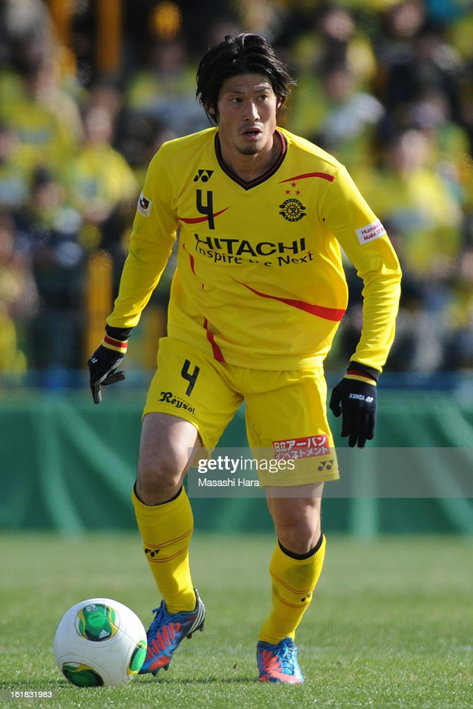<a gi-track='captionPersonalityLinkClicked' href=/galleries/search?phrase=Daisuke+Suzuki&family=editorial&specificpeople=2533382 ng-click='$event.stopPropagation()'>Daisuke Suzuki</a> #4 of Kashiwa Reysol in action during the pre season friendly between Kashiwa Reysol and JEF United Chiba at Hitachi Kashiwa Soccer Stadium on February 17, 2013 in Kashiwa, Japan.