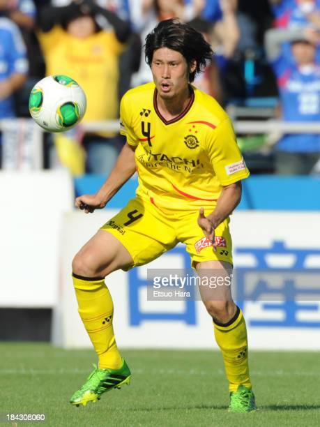 Daisuke Suzuki of Kashiwa Reysol in action during the Yamazaki Nabisco Cup semi final second leg match between Yokohama FMarinos and Kashiwa Reysol...
