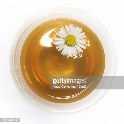 Daisy Flower With Spa Oil In Bowl