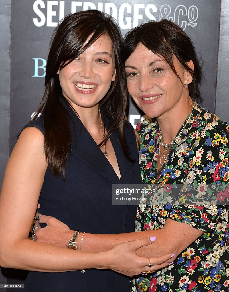 <a gi-track='captionPersonalityLinkClicked' href=/galleries/search?phrase=Daisy+Lowe&family=editorial&specificpeople=787647 ng-click='$event.stopPropagation()'>Daisy Lowe</a> and <a gi-track='captionPersonalityLinkClicked' href=/galleries/search?phrase=Pearl+Lowe&family=editorial&specificpeople=211449 ng-click='$event.stopPropagation()'>Pearl Lowe</a> attends the signing of her new recipe book 'Sweetness & Light' at Selfridges on July 3, 2014 in London, England.