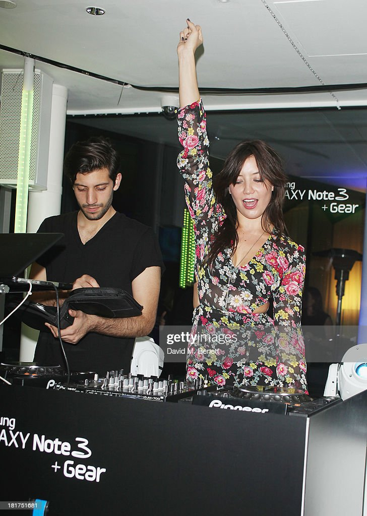 <a gi-track='captionPersonalityLinkClicked' href=/galleries/search?phrase=Daisy+Lowe&family=editorial&specificpeople=787647 ng-click='$event.stopPropagation()'>Daisy Lowe</a> at the Samsung Galaxy Gear and Note 3 launch event at the Radio Rooftop Bar, Hotel Me London on September 24, 2013 in London, England.