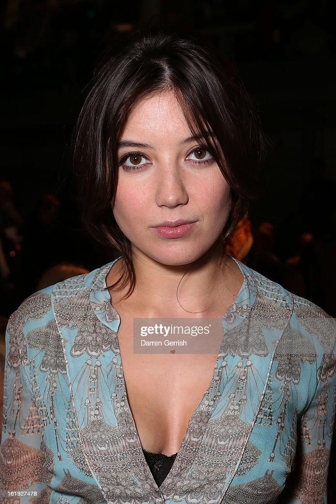 <a gi-track='captionPersonalityLinkClicked' href=/galleries/search?phrase=Daisy+Lowe&family=editorial&specificpeople=787647 ng-click='$event.stopPropagation()'>Daisy Lowe</a> attends the Matthew Williamson show during London Fashion Week Fall/Winter 2013/14 on February 17, 2013 in London, England.