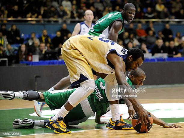 Dajuan Summers of Budivelnik Kiev goes for the loose ball against Marc Judith of JSF Nanterre during the 20132014 Turkish Airlines Euroleague Regular...