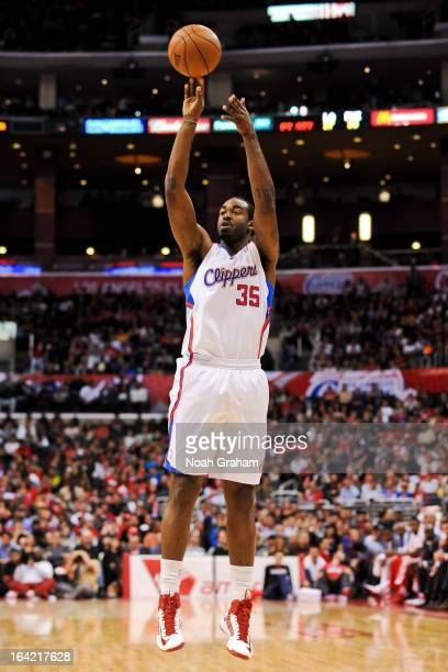 DaJuan Summers of the Los Angeles Clippers shoots a threepointer in his debut game for the team against the Philadelphia 76ers Staples Center on...