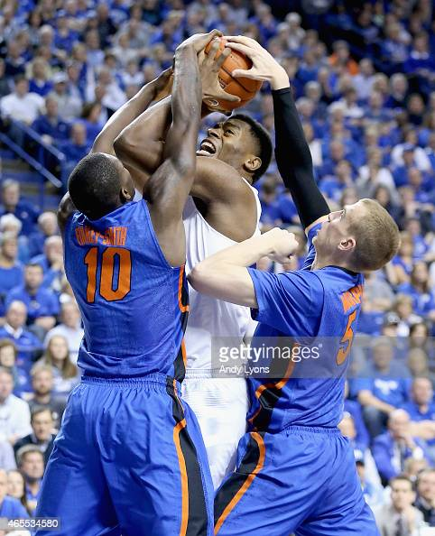Dakari Johnson of the Kentucky Wildcats shoots the ball while defended by Dorian FinneySmith and Alex Murphy of the Florida Gators during the game at...