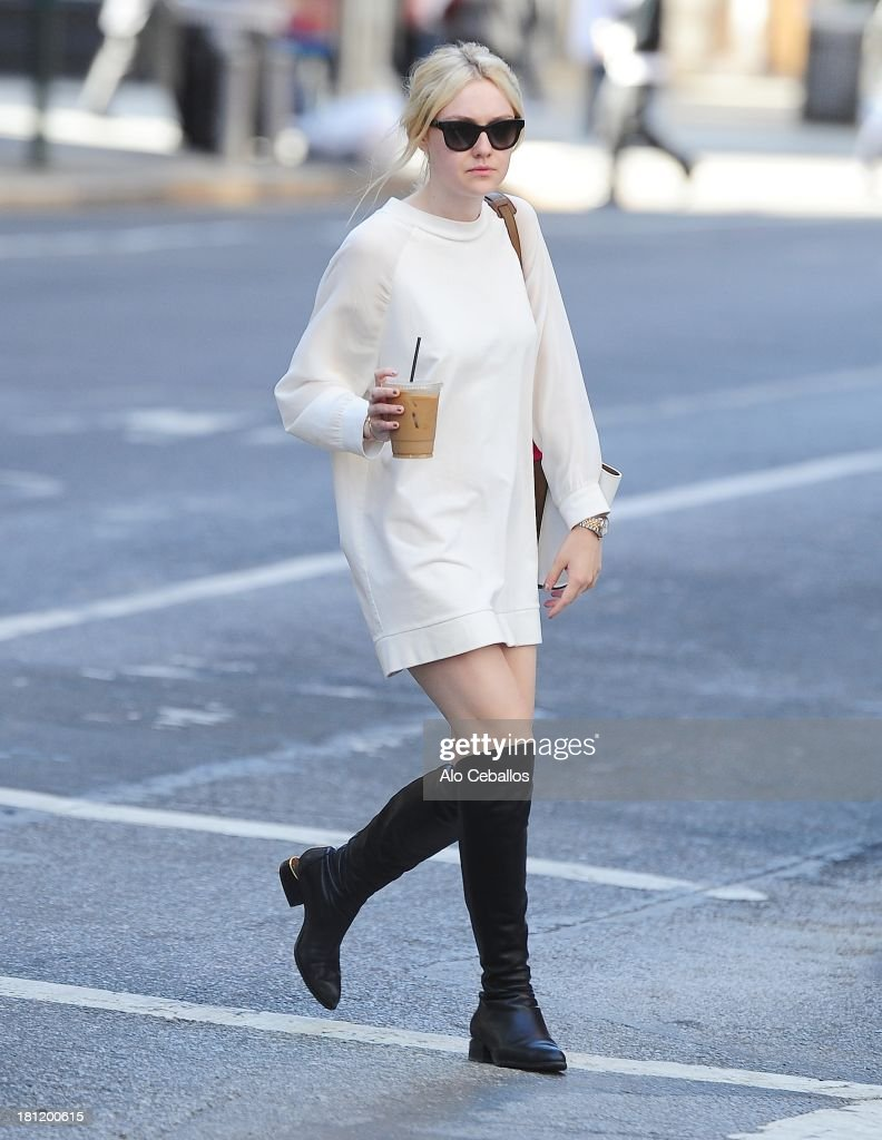 <a gi-track='captionPersonalityLinkClicked' href=/galleries/search?phrase=Dakota+Fanning&family=editorial&specificpeople=203236 ng-click='$event.stopPropagation()'>Dakota Fanning</a> is seen in Soho on September 19, 2013 in New York City.