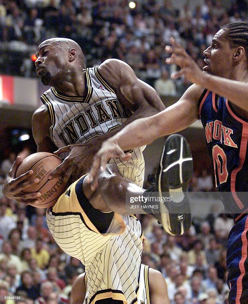 Dale Davis L of the Indiana Pacers battles for a