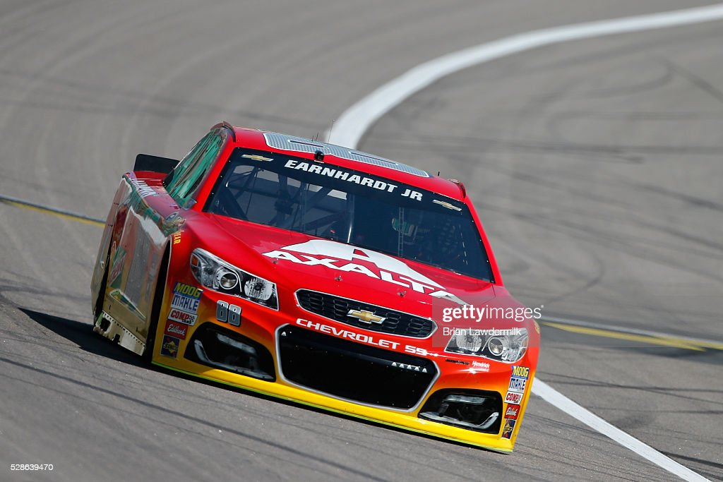 <a gi-track='captionPersonalityLinkClicked' href=/galleries/search?phrase=Dale+Earnhardt+Jr.&family=editorial&specificpeople=171293 ng-click='$event.stopPropagation()'>Dale Earnhardt Jr.</a>, driver of the #88 Axalta Chevrolet, drives during practice for the NASCAR Sprint Cup Series Go Bowling 400 at Kansas Speedway on May 6, 2016 in Kansas City, Kansas.