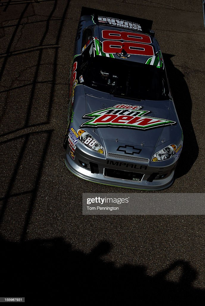 <a gi-track='captionPersonalityLinkClicked' href=/galleries/search?phrase=Dale+Earnhardt+Jr.&family=editorial&specificpeople=171293 ng-click='$event.stopPropagation()'>Dale Earnhardt Jr.</a> drives the #88 Diet Mountain Dew/National Guard Chevrolet during practice for the NASCAR Sprint Cup Series AdvoCare 500 at Phoenix International Raceway on November 10, 2012 in Avondale, Arizona.