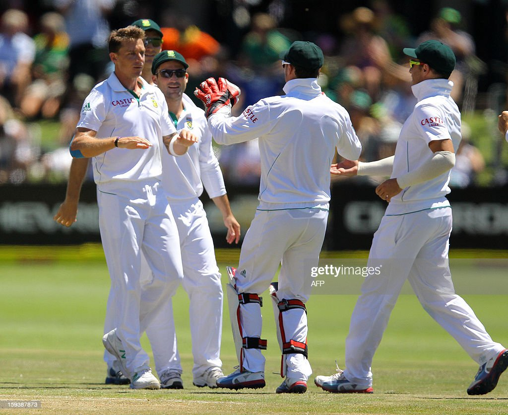 Dale Steyn (L) and his teammates of South Africa celebrate Doug Bracewells on the third day of the second and final test match between South Africa and New Zealand at the Axxess St George's Cricket Stadium on January 13, 2013 in Port Elizabeth. AFP Photo / Anesh Debiky