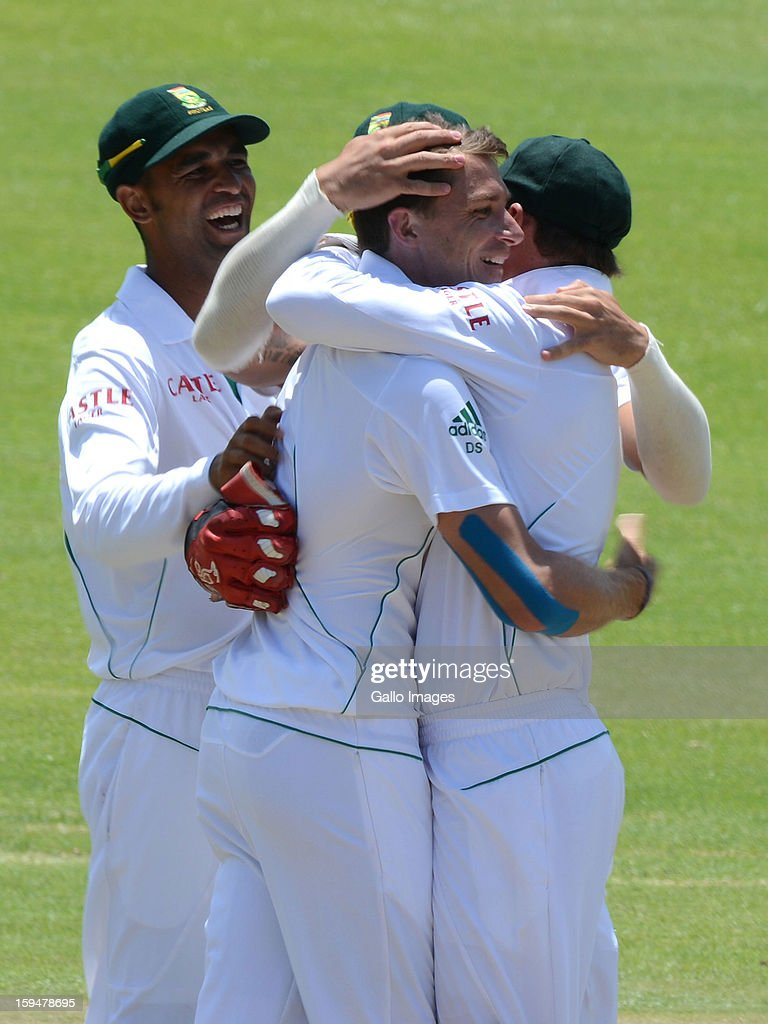 <a gi-track='captionPersonalityLinkClicked' href=/galleries/search?phrase=Dale+Steyn&family=editorial&specificpeople=649553 ng-click='$event.stopPropagation()'>Dale Steyn</a> and South Africa team-mates celebrate the wicket of BJ Watling of New Zealand during day 4 of the 2nd Test match between South Africa and New Zealand at Axxess St Georges on January 14, 2013 in Port Elizabeth, South Africa.