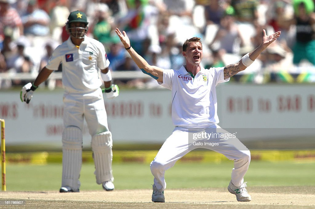 <a gi-track='captionPersonalityLinkClicked' href=/galleries/search?phrase=Dale+Steyn&family=editorial&specificpeople=649553 ng-click='$event.stopPropagation()'>Dale Steyn</a> of South Africa appeals successfully for LBW to get Muhammad Hafeez of Pakistan during day 3 of the 2nd Sunfoil Test match between South Africa and Pakistan at Sahara Park Newlands on February 16, 2013 in Cape Town, South Africa.