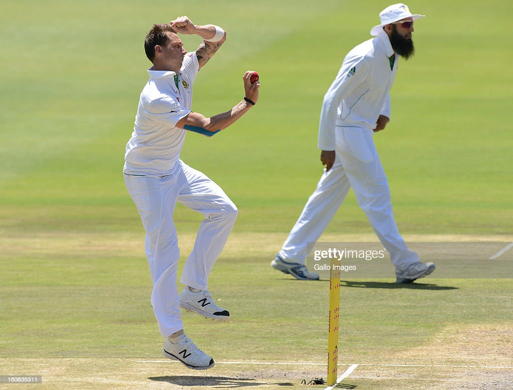 Dale Steyn of South Africa bowls during day 4 of the 1st Test match between South Africa and Pakistan at Bidvest Wanderers Stadium on February 4, 2013 in Johannesburg, South Africa.