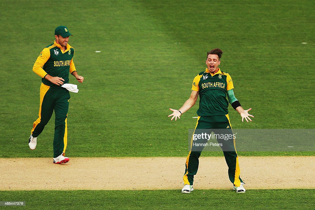 <a gi-track='captionPersonalityLinkClicked' href=/galleries/search?phrase=Dale+Steyn&family=editorial&specificpeople=649553 ng-click='$event.stopPropagation()'>Dale Steyn</a> of South Africa celebrates the wicket of <a gi-track='captionPersonalityLinkClicked' href=/galleries/search?phrase=Misbah-ul-Haq&family=editorial&specificpeople=2180557 ng-click='$event.stopPropagation()'>Misbah-ul-Haq</a> of Pakistan during the 2015 ICC Cricket World Cup match between South Africa and Pakistan at Eden Park on March 7, 2015 in Auckland, New Zealand.