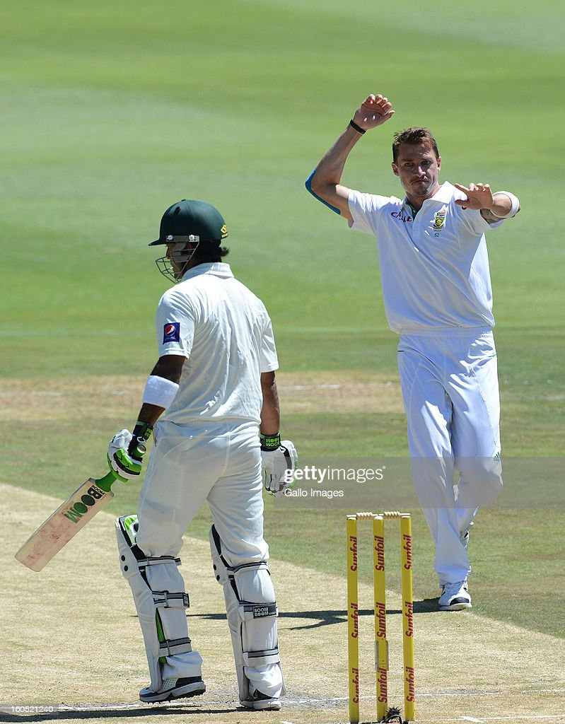 <a gi-track='captionPersonalityLinkClicked' href=/galleries/search?phrase=Dale+Steyn&family=editorial&specificpeople=649553 ng-click='$event.stopPropagation()'>Dale Steyn</a> of South Africa celebrates the wicket of Muhammad Hafeez of Pakistan for 6 runs during day 2 of the 1st Test match between South Africa and Pakistan at Bidvest Wanderers Stadium on February 02, 2013 in Johannesburg, South Africa.