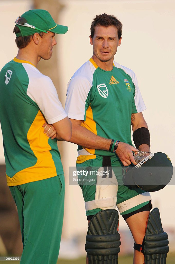 <a gi-track='captionPersonalityLinkClicked' href=/galleries/search?phrase=Dale+Steyn&family=editorial&specificpeople=649553 ng-click='$event.stopPropagation()'>Dale Steyn</a> (R) of South Africa looks on during a Proteas nets session at VCA Stadium on March 11, 2011 in Nagpur, India.