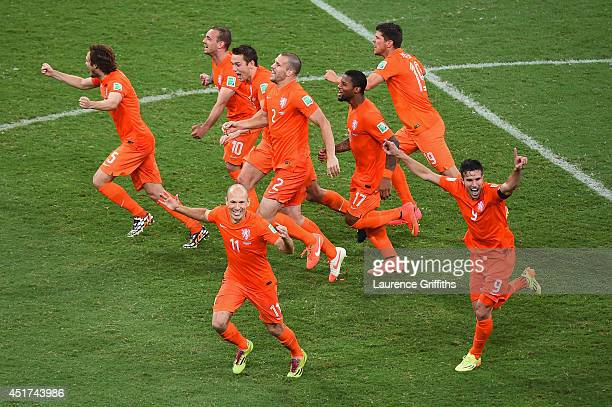 Daley Blind Wesley Sneijder Stefan de Vrij Arjen Robben Ron Vlaar Jeremain Lens KlaasJan Huntelaar and Robin van Persie of the Netherlands celebrate...