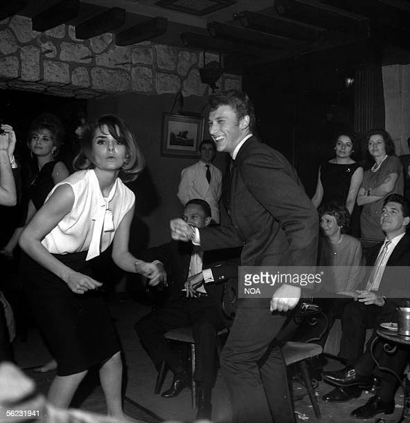 Daliah Lavi Israeli actress dancing with Johnny Hallyday Paris Club SaintHilaire 1962 HA115312