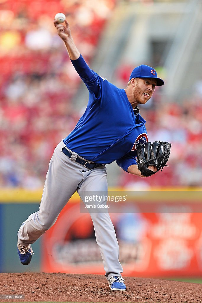 Dallas Beeler #32 of the Chicago Cubs pitches in the first inning against the Cincinnati Reds at Great American Ball Park on July 9, 2014 in Cincinnati, Ohio.
