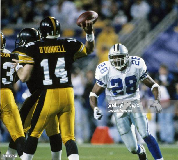 Dallas Cowboys defensive back Darren Woodson blitzes Pittsburgh Steelers quarterback Neil O'Donnell as he throws a pass during the Cowboys 2717...
