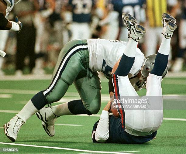 Dallas Cowboys' Greg Ellis tackles New York Giants' quarterback Danny Kanell for a sack in the third quarter at Giants Stadium in East Rutherford NJ...
