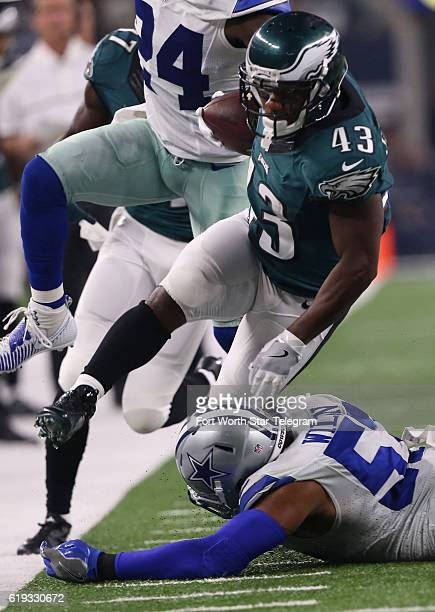 Dallas Cowboys inside linebacker Damien Wilson tackles Philadelphia Eagles running back Darren Sproles in the first quarter on Sunday Oct 30 2016 at...