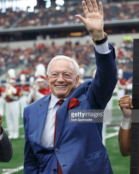 Dallas Cowboys owner and Arkansas Razorbacks alum Jerry Jones acknowledges the crowd during a presentation at halftime during the college football...
