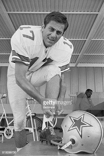 Dallas Cowboys quarterback Don Meredith out of action the past two games with fractured ribs and resultant pneumonia suits up for the Cowboys workout...