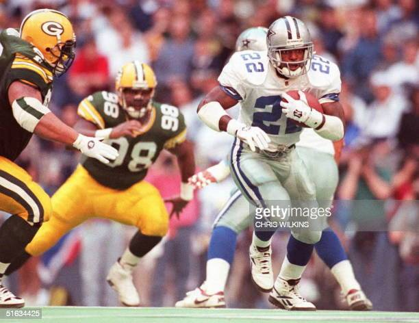 Dallas Cowboys running back Emmitt Smith breaks through the Green Bay Packers defensive line during the NFC Championship Game in Irving Texas 14...