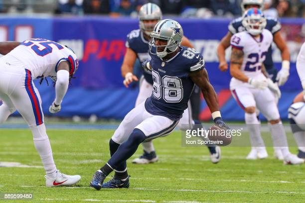 Dallas Cowboys wide receiver Dez Bryant breaks away from New York Giants defensive back Brandon Dixon and scores a touchdown during the second...